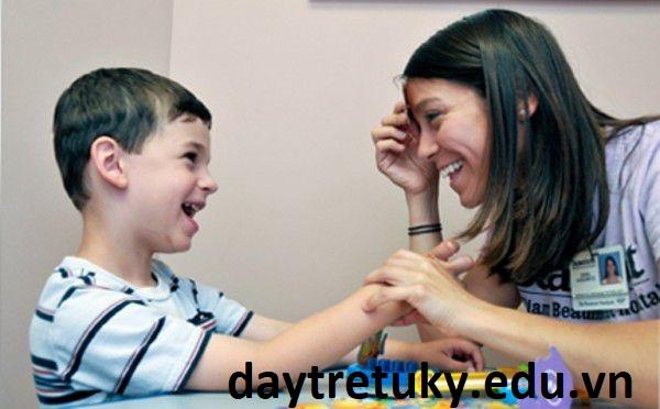 Phát triển về giao tiếp xã hội của trẻ tự kỷ