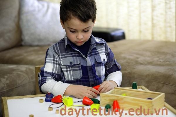 Trẻ tự kỷ và đồ vật