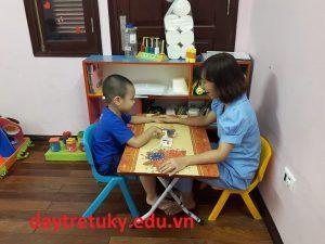 Trẻ tự kỷ có định bệnh sớm